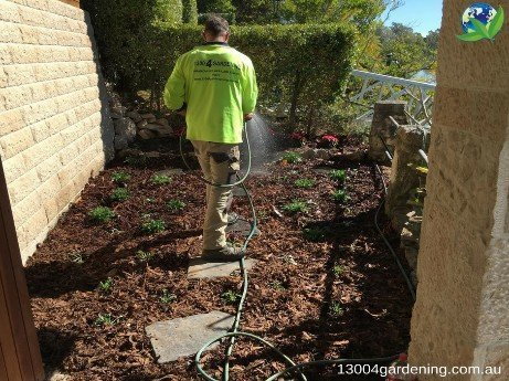 Beautifying-your-landscape-with-a-new-garden-bed-installation